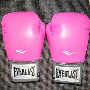 Everlast- Pink/12 OZ. Lightweight Boxing Gloves